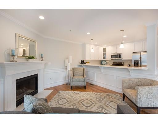 共管式独立产权公寓 为 销售 在 42 Pleasant Street 斯托纳姆, 马萨诸塞州 02180 美国