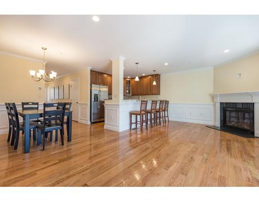 共管式独立产权公寓 为 销售 在 42 Pleasant Street 42 Pleasant Street 斯托纳姆, 马萨诸塞州 02180 美国