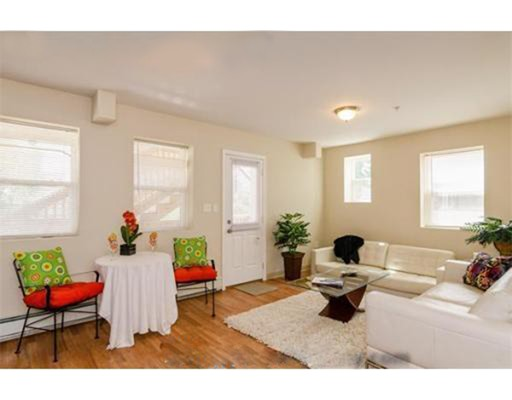 شقة للـ Rent في 451 Meridian #3 451 Meridian #3 Boston, Massachusetts 02128 United States