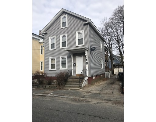 Casa Multifamiliar por un Venta en 7 Dustin Street Haverhill, Massachusetts 01832 Estados Unidos