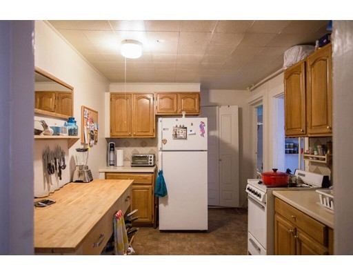 Casa Unifamiliar por un Alquiler en 41 Bigelow Street Boston, Massachusetts 02135 Estados Unidos