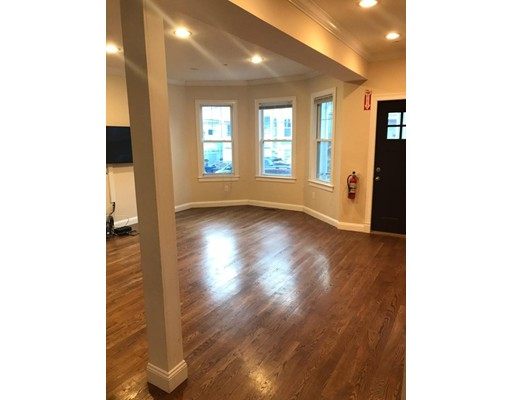 Additional photo for property listing at 62 Wyman St #1 62 Wyman St #1 Boston, Massachusetts 02130 États-Unis