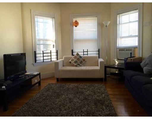 Casa Unifamiliar por un Alquiler en 32 Russell Street Malden, Massachusetts 02148 Estados Unidos