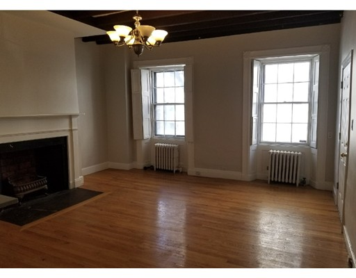Additional photo for property listing at 61 Hancock #1 61 Hancock #1 Boston, Massachusetts 02114 États-Unis