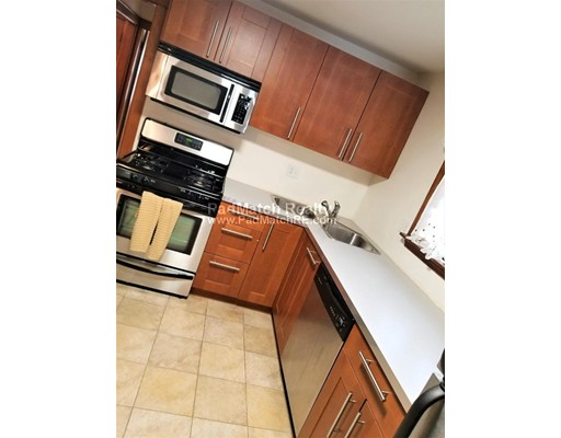 Частный односемейный дом для того Аренда на 6 Francis Street #1 6 Francis Street #1 Milton, Массачусетс 02186 Соединенные Штаты
