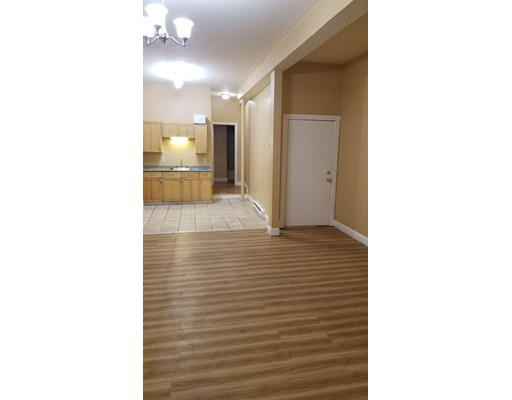 Квартира для того Аренда на 97 cedar st #1 97 cedar st #1 Haverhill, Массачусетс 01830 Соединенные Штаты