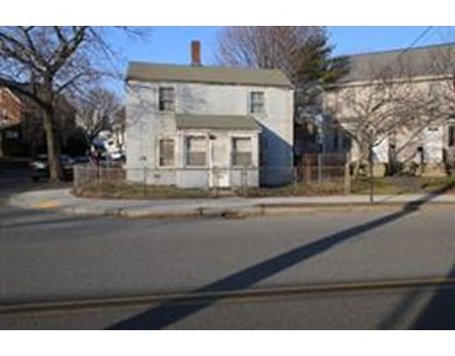 Maison unifamiliale pour l Vente à 43 Crafts Street 43 Crafts Street Newton, Massachusetts 02458 États-Unis