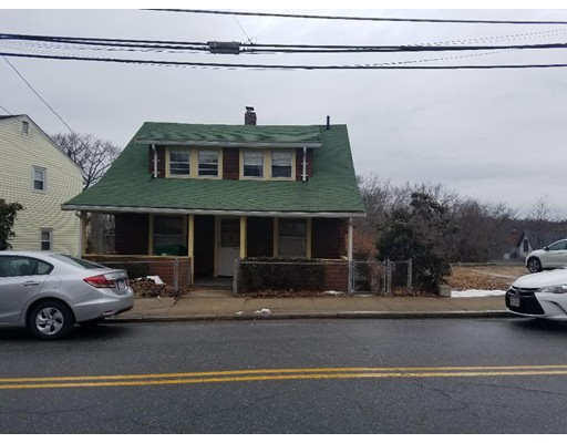 Picture 2 of 582 Fulton St  Medford Ma 2 Bedroom Single Family