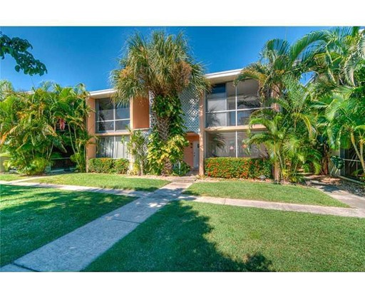 Кондоминиум для того Продажа на 10215 Manatee Avenue West 10215 Manatee Avenue West Bradenton, Флорида 34209 Соединенные Штаты