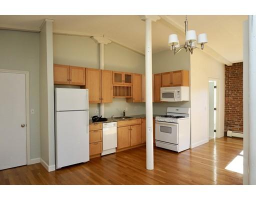 共管式独立产权公寓 为 销售 在 32 Masonic Street 32 Masonic Street Northampton, 马萨诸塞州 01060 美国