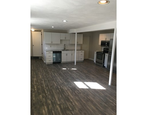 独户住宅 为 出租 在 260 Central Avenue 戴德姆, 马萨诸塞州 02026 美国