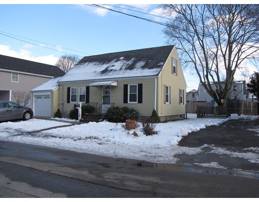 Picture 5 of 9 Hill St  Peabody Ma 4 Bedroom Single Family