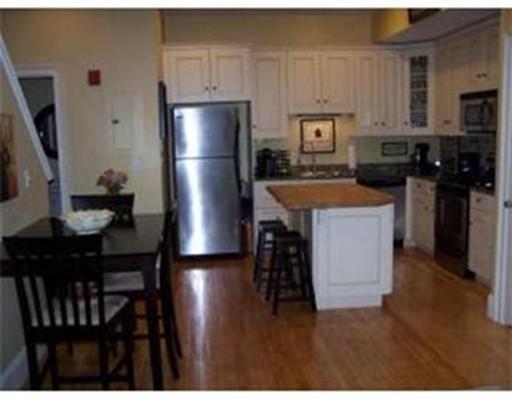 独户住宅 为 出租 在 310 Court Street 310 Court Street 普利茅斯, 马萨诸塞州 02360 美国