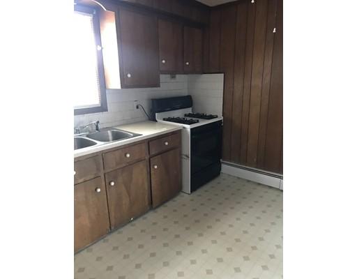 独户住宅 为 出租 在 123 Haffards Street Fall River, 02723 美国