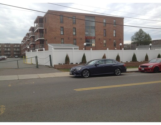 共管式独立产权公寓 为 销售 在 175 Ward Street Revere, 02151 美国