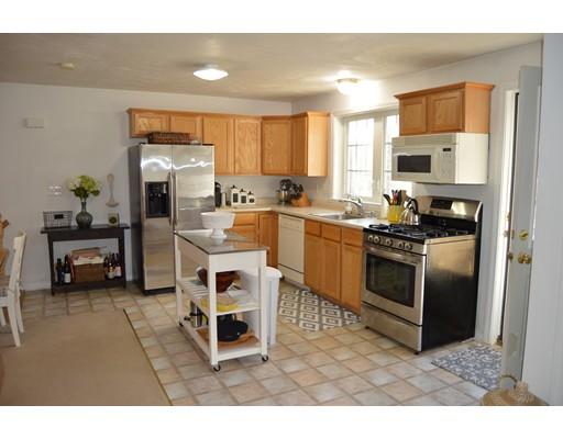 公寓 为 出租 在 15 Mount Vickery Rd #A 15 Mount Vickery Rd #A 绍斯伯勒, 马萨诸塞州 01772 美国