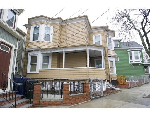 Maison avec plusieurs logements pour l Vente à 645 Broadway 645 Broadway Chelsea, Massachusetts 02150 États-Unis
