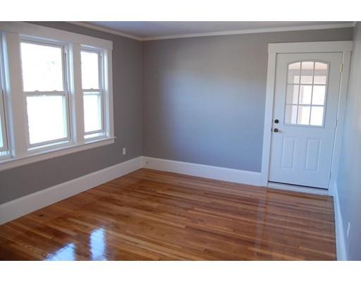 Casa Unifamiliar por un Alquiler en 148 Groton 148 Groton Chelmsford, Massachusetts 01863 Estados Unidos