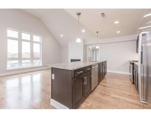 Condominio por un Alquiler en 1501 Commonwealth Ave #PH5 1501 Commonwealth Ave #PH5 Boston, Massachusetts 02135 Estados Unidos