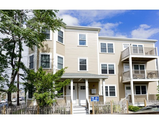 独户住宅 为 出租 在 11 Roberts Street Somerville, 02145 美国