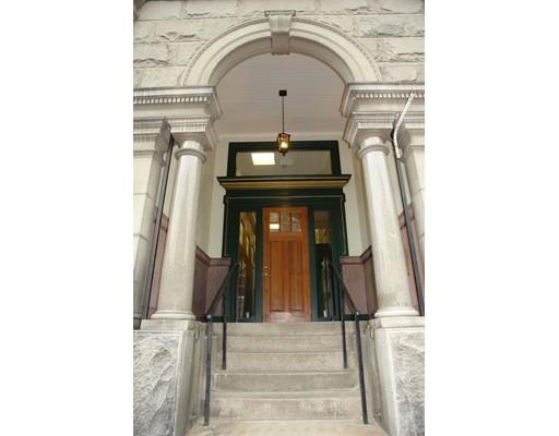 独户住宅 为 出租 在 12 Market Street 12 Market Street New Bedford, 马萨诸塞州 02740 美国