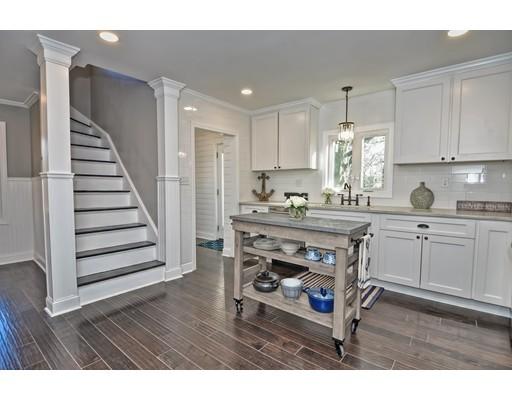 Частный односемейный дом для того Продажа на 91 Sowams Road 91 Sowams Road Barrington, Род-Айленд 02806 Соединенные Штаты