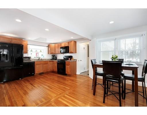 واحد منزل الأسرة للـ Sale في 24 Division Street 24 Division Street Rockland, Massachusetts 02370 United States