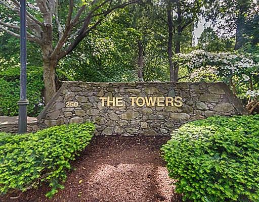 Appartement en copropriété pour l Vente à 250 Hammond Pond Pkwy 250 Hammond Pond Pkwy Newton, Massachusetts 02467 États-Unis