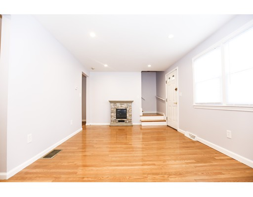 Additional photo for property listing at 129 Neponset Avenue 129 Neponset Avenue Boston, Massachusetts 02122 États-Unis