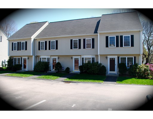 Single Family Home for Rent at 292 Chestnut Street 292 Chestnut Street North Attleboro, Massachusetts 02762 United States