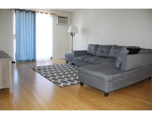 Appartement en copropriété pour l à louer à 5 Karen Circle #13 5 Karen Circle #13 Billerica, Massachusetts 01821 États-Unis