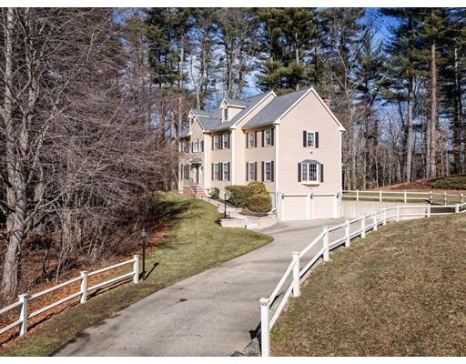 واحد منزل الأسرة للـ Sale في 74 Saunders Lane 74 Saunders Lane Rowley, Massachusetts 01969 United States