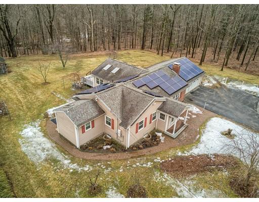Maison unifamiliale pour l Vente à 1116 George Hill Road 1116 George Hill Road Lancaster, Massachusetts 01523 États-Unis