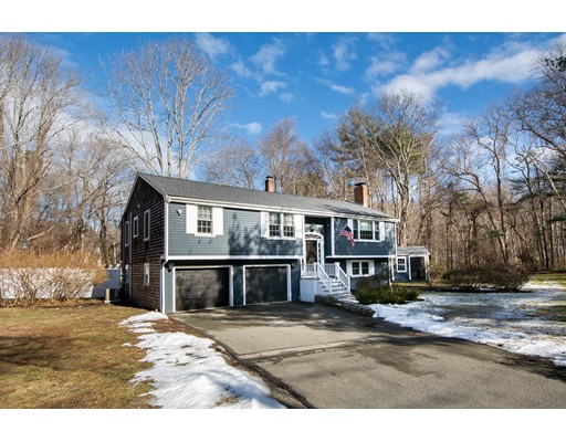Single Family Home for Sale at 404 Cross Street 404 Cross Street Norwell, Massachusetts 02061 United States