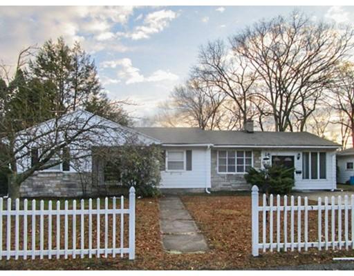 Частный односемейный дом для того Продажа на 24 Spring Hill Drive 24 Spring Hill Drive Johnston, Род-Айленд 02919 Соединенные Штаты