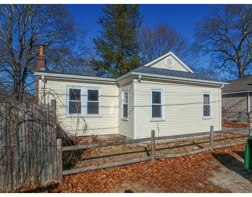 Single Family Home for Sale at 147 Oakhurst Avenue 147 Oakhurst Avenue Warwick, Rhode Island 02889 United States
