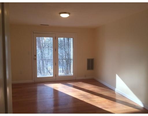 Casa Unifamiliar por un Alquiler en 189 Littleton Road 189 Littleton Road Chelmsford, Massachusetts 01824 Estados Unidos