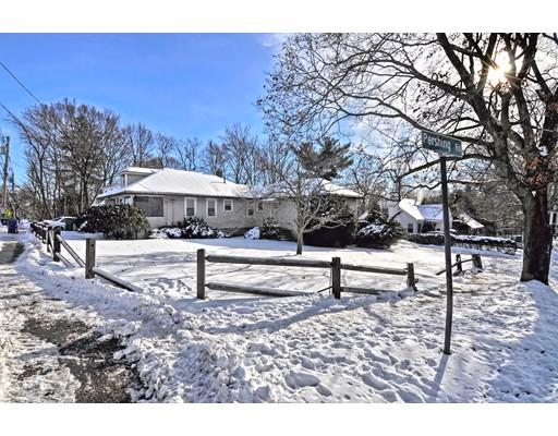 独户住宅 为 销售 在 144 Derby Street 144 Derby Street 牛顿, 马萨诸塞州 02465 美国