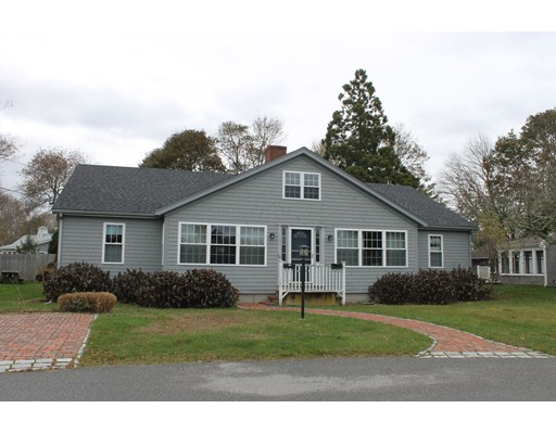 Casa Multifamiliar por un Venta en 53 Meadow Lane Falmouth, Massachusetts 02540 Estados Unidos