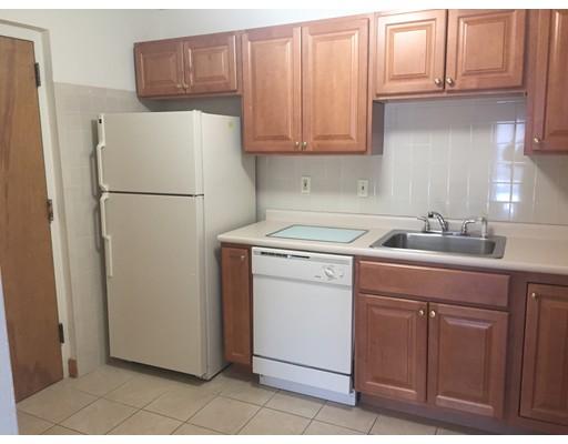 Appartement pour l à louer à 2366 Commonwealth Ave. #2-4 2366 Commonwealth Ave. #2-4 Newton, Massachusetts 02466 États-Unis