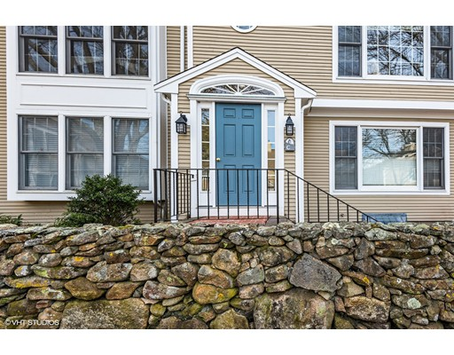Condominio por un Venta en 727 Main 727 Main Barnstable, Massachusetts 02655 Estados Unidos