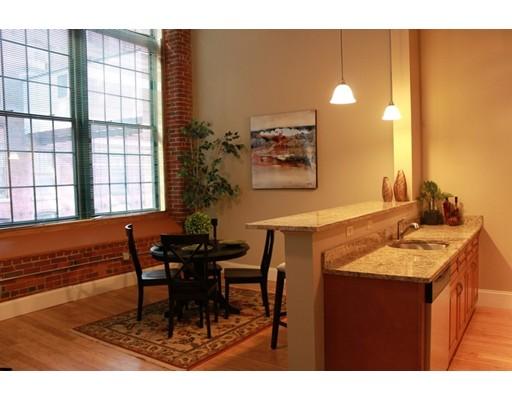Casa Unifamiliar por un Alquiler en 300 Canal Street 300 Canal Street Lawrence, Massachusetts 01840 Estados Unidos