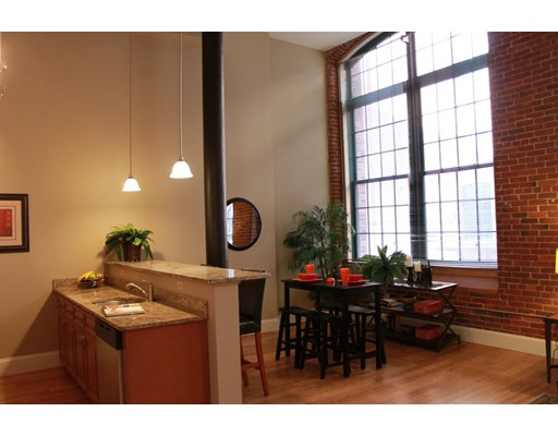 Casa Unifamiliar por un Alquiler en 300 Canal Street Lawrence, Massachusetts 01840 Estados Unidos