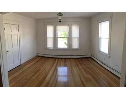 Частный односемейный дом для того Аренда на 499 south broadway 499 south broadway Lawrence, Массачусетс 01843 Соединенные Штаты