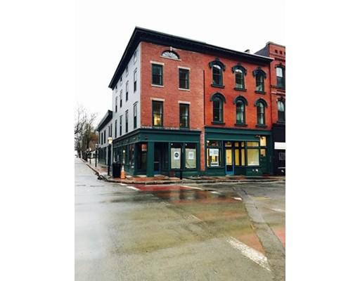 Casa Unifamiliar por un Alquiler en 141 Union 141 Union New Bedford, Massachusetts 02740 Estados Unidos