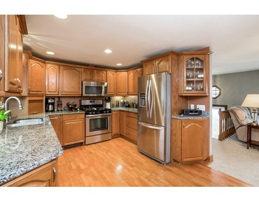 Villa per Vendita alle ore 9 Dunham Street 9 Dunham Street Carver, Massachusetts 02330 Stati Uniti