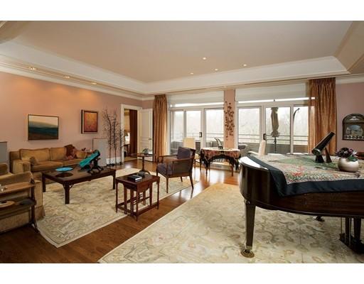 Appartement en copropriété pour l Vente à 99 Florence Street #60-4C 99 Florence Street #60-4C Newton, Massachusetts 02467 États-Unis