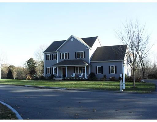 Single Family Home for Sale at 8 Willow Brook Lane 8 Willow Brook Lane Blackstone, Massachusetts 01504 United States