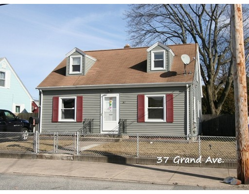 Single Family Home for Sale at 37 Grand Avenue 37 Grand Avenue Pawtucket, Rhode Island 02861 United States