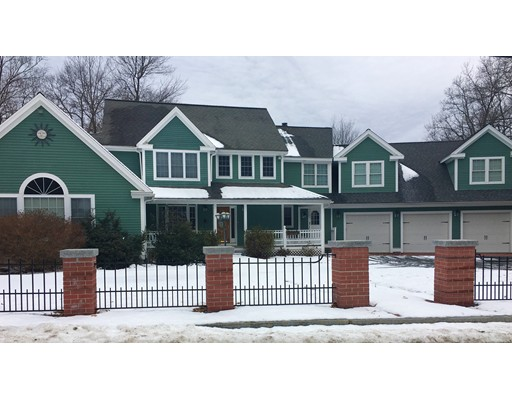 Single Family Home for Rent at 3 Woodruff Rd #1 3 Woodruff Rd #1 Clinton, Massachusetts 01510 United States